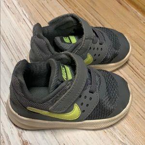 Toddler Nike Sneakers 5c
